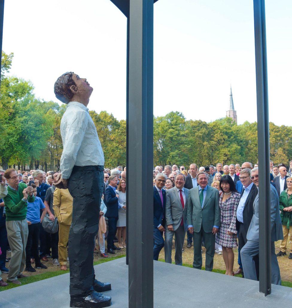 Bonner Kunstprojekt der Stiftung Kunst und Kultur mit Stephan Balkenhol auf der Hofgartenwiese.